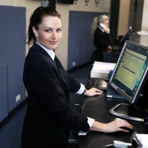 hotel-receptionist-opera-pms-hotel-software